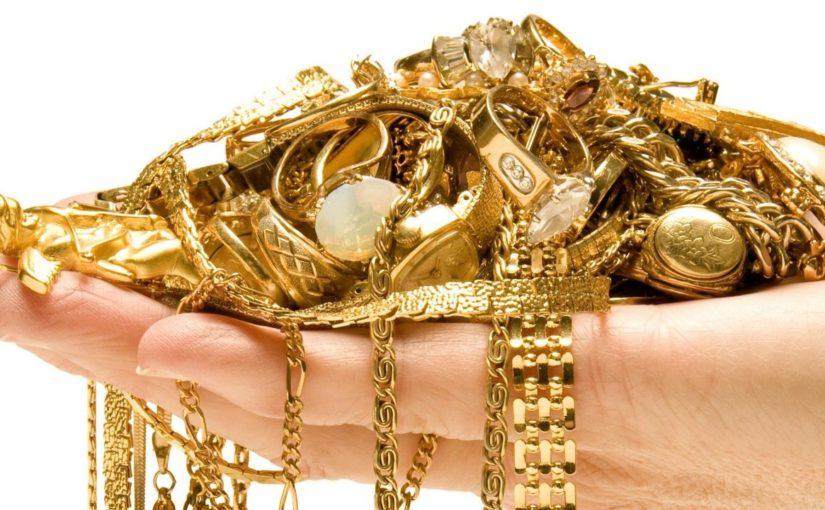 Жительница Новороссийска во время обеденного перерыва похитила золото из дома коллеги