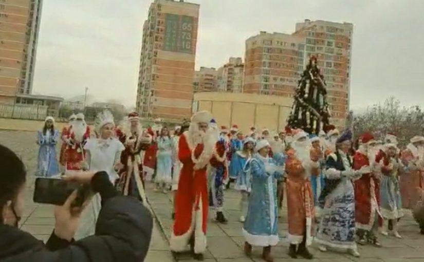 В Новороссийске Деды Морозы готовятся к Новому году (видео)