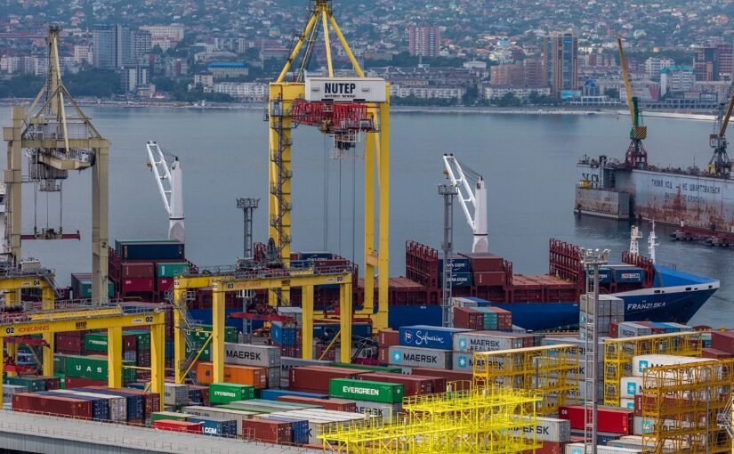 Для контейнерного терминала в Новороссийске приобрели 7 тягачей и тепловоз на миллион евро.