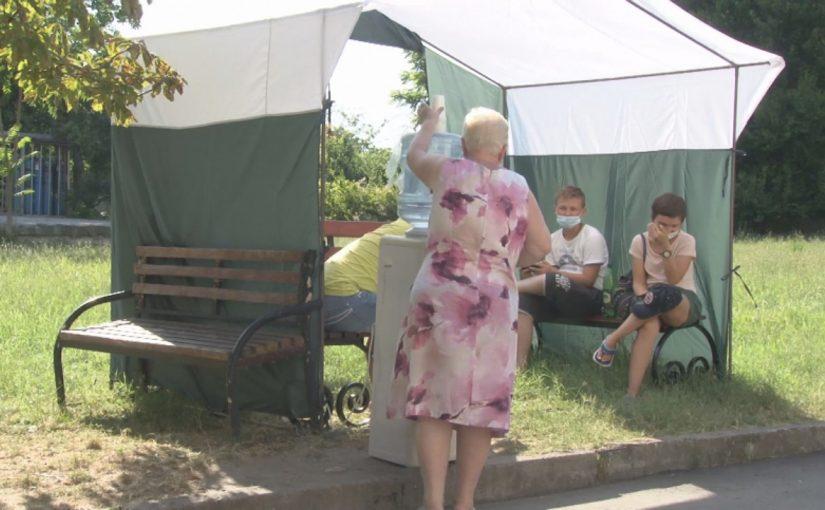 Маленьким пациентам из Новороссийска приходится ждать приема врача в Анапе на новых скамейках