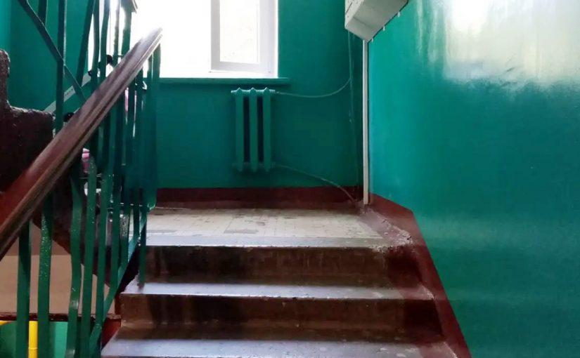 В многоэтажках Новороссийска коридоры служат туалетом