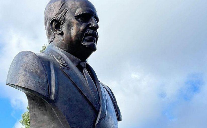В Морском университете Новороссийска установили памятник первому проректору