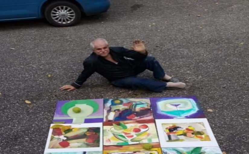 В Новороссийске художник устроил выставку на асфальте
